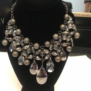 Jewelry - Fine fashion necklace with earrings grey